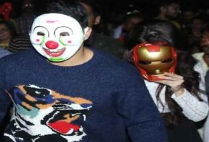 Varun Dhawan are escapes on scooter after lot of the fans mobbed
